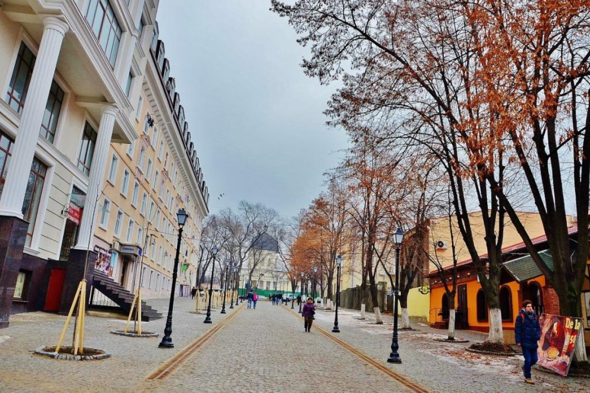 WALKING  TOUR OF THE STREETS OF CHISINAU